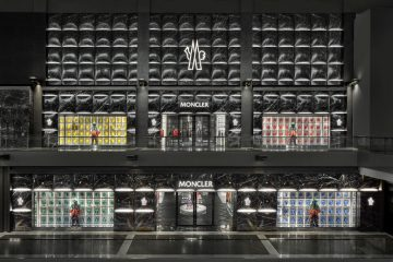 Fassade des Moncler Flagship Stores in Singapur.