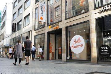 Fassade des Zalando Outlet Stores in Hannover.