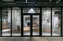 Eingangsbereich des neuen Stores von adidas in Tokio